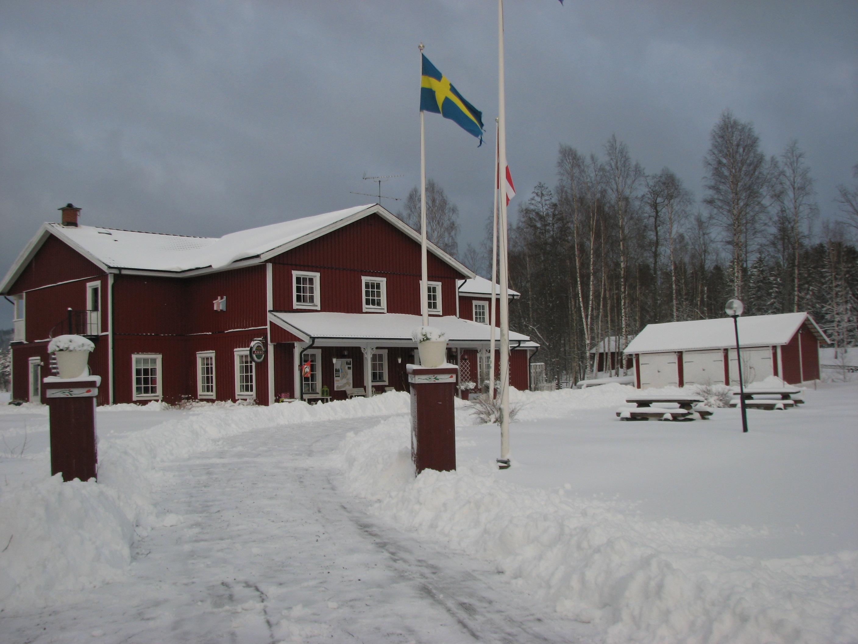Edsleskogs Wärdshus bietet eine gemütliche Unterkunft in Schweden. Eisangler sind hier im Paradies.