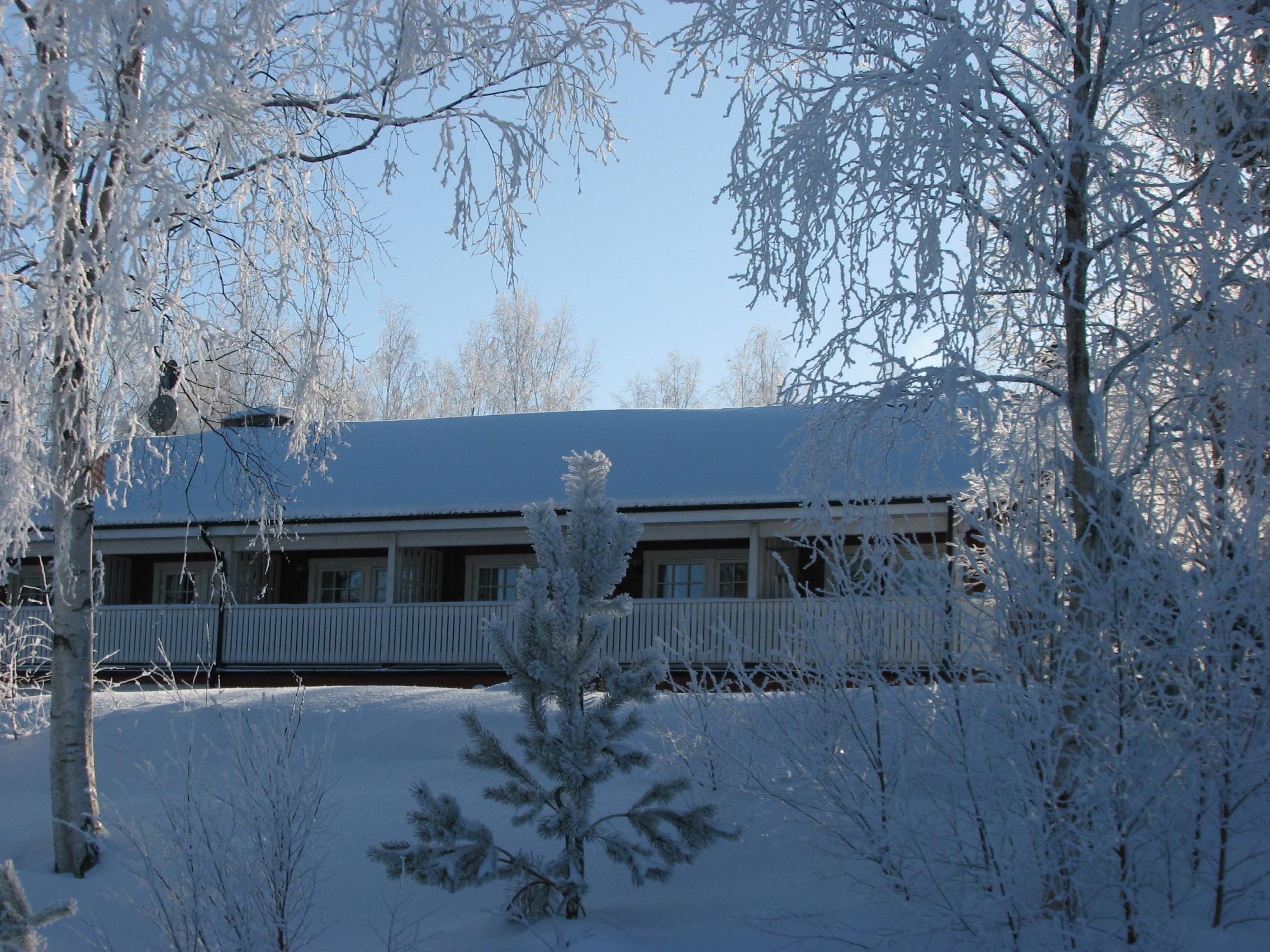 Die Unterkunft Edsleskogs Wärdshus liegt am See Edslan.